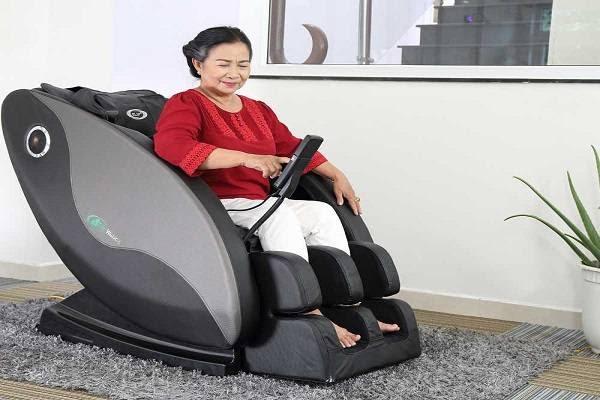 Máy massage lưng cho người già giảm đau nhức