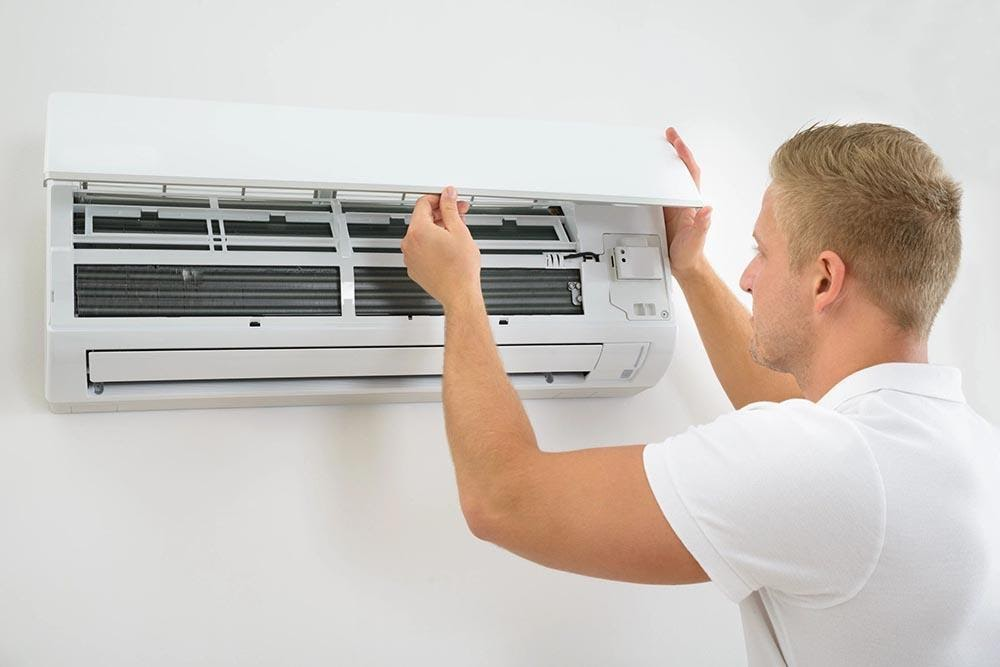 Làm vệ sinh bộ phận dàn lạnh và dàn nóng của máy lạnh